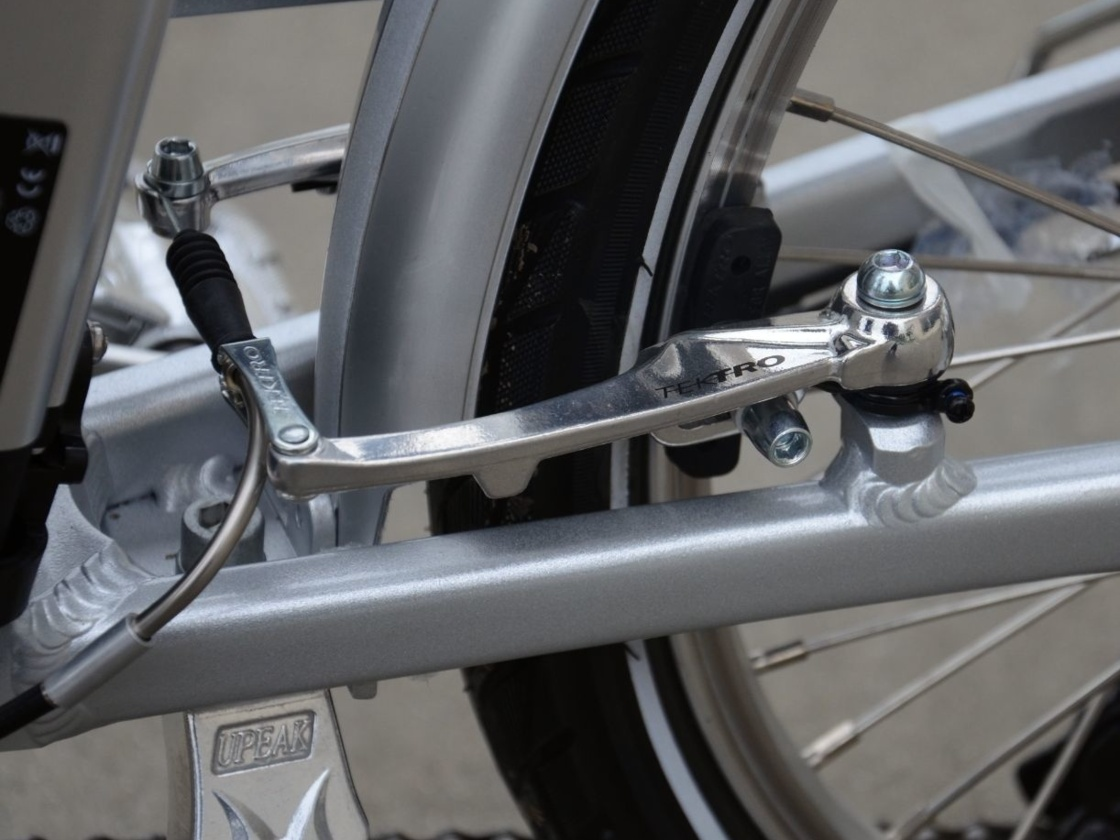 AGOGS SilverGo folding e-bike - detail of rear brake with shortened cable