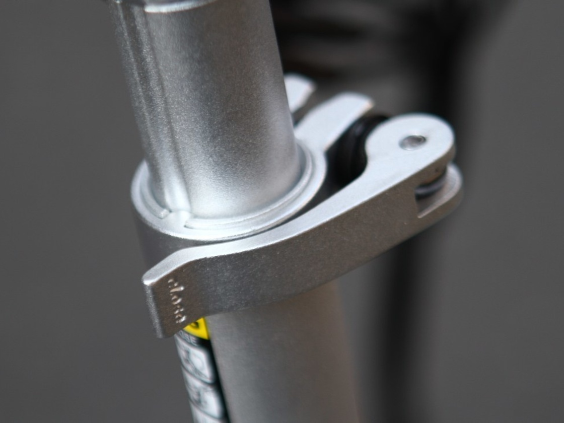 AGOGS SilverGo - head tube is adjustable for people with height up to 200 cm.