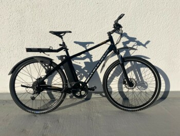 Trekking e-bike specially equipped for comfortable trips.