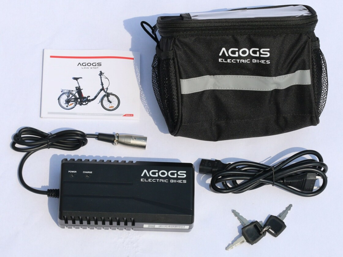 For every AGOGS e-bike you get FREE: the Roswheel branded bag with the possibility of placing on the handlebars and inserting a map and drinks, it was made for the safe transport of the AGOGS fast chargers. We also include detailed instructions for every e-bike.