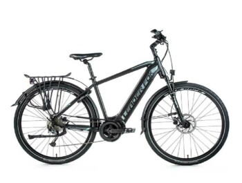 Trekking e-bike with central motor and large battery.