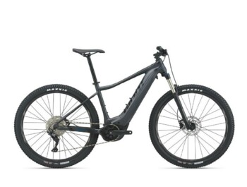 Mountain e-bike with the new EnergyPak Smart Compact 500 battery, Yamaha SyncDrive Sport engine, Giant RideControl One ANT + control unit and aluminum frame with comfortable geometry. One of the most popular e-bikes produced by Giant.