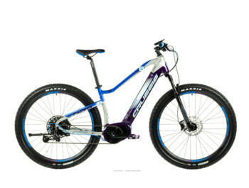 "Women's mountain e-bike, with which you can easily conquer nature and the road. The e-Fionna 8.6 boasts a Bafang M400 electric motor, a fully integrated 630 Wh battery, a SX Eagle SRAM speed kit, Shimano brakes and fast 29"" wheels."