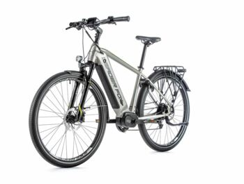 Trekking e-bike with a central Bafang M300 engine, which is equipped with an integrated speed sensor. E-bike also boasts a sprung front fork, disc brakes, a very pleasing design and an integrated 540 Wh battery.
