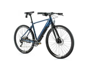 A cross-country e-bike that boasts the Fazua system. It is equipped with a Fazua central engine, a fully integrated battery with powerful Fazua cells with a capacity of 7 Ah, a fixed front fork and disc brakes.