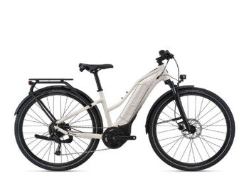 Women's trekking e-bike with Giant SyncDrive Sport by Yamaha engine and fully integrated Energy Pak Smart 500 battery, which will provide enough energy even for longer trips. The Amiti E + 3 e-bike is suitable for country roads, the city and gentle hills.
